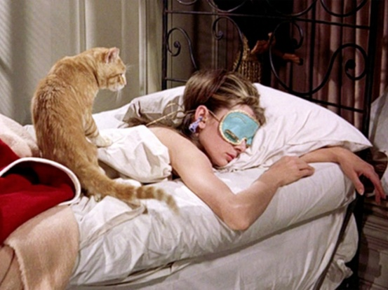 breakfast-at-tiffanys-1961-002-audrey-hepburn-bed-mask-cat-1000x750