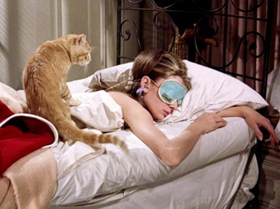 breakfast-at-tiffanys-1961-002-audrey-hepburn-bed-mask-cat-1000x750